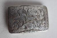 Ancienne boite métal argenté ciselé