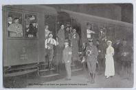 CPA Suisse Passage d'un train de grands blessés français Croix-rouge