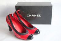 CHANEL Escarpins vernis rouge et noir