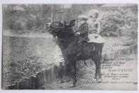 CPA Le nain Adriens et sa sœur Marguerite en promenade
