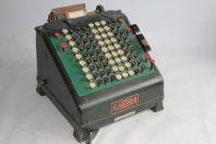 Ancienne machine à calculer Gardner