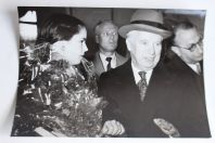 Photo Charlie Chaplin et Oona 1952