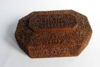 Ancienne boite asiatique en bois sculpté