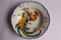 Assiette creuse en céramique XIXe Lunéville K&G Les Coqs