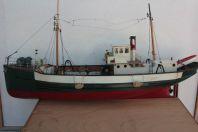 Grande maquette bateau chalutier pêche bois Le Marsouin