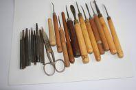 Outils anciens pour travaux en métal repoussé