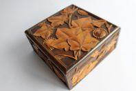 Boite de couturière Bois sculpté Art populaire Suisse Brienz MARTHE