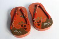 Paire de sandales japonaises bois laqué d'enfants