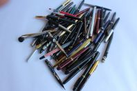 Lot de 74 stylos plume et autres