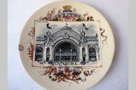 "Assiette Sarreguemines Exposition Universelle 1900 "" Fils et Tissus """