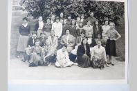 Photo d'école de filles a Genève 1957 dédicacée Boissonnas
